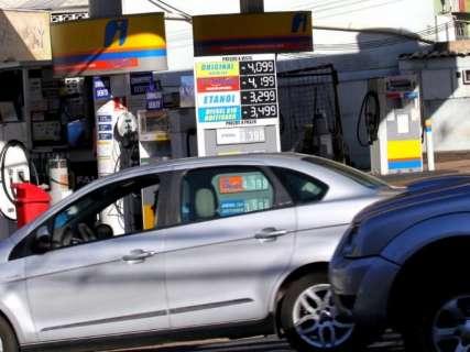 Preço da gasolina dribla aumentos da Petrobras e fica mais em conta