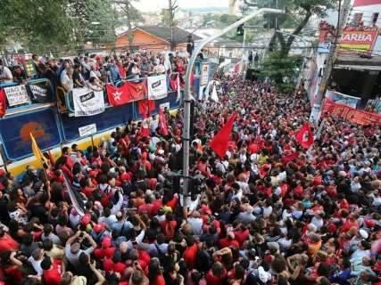 Lula deve se apresentar neste sábado à Polícia Federal