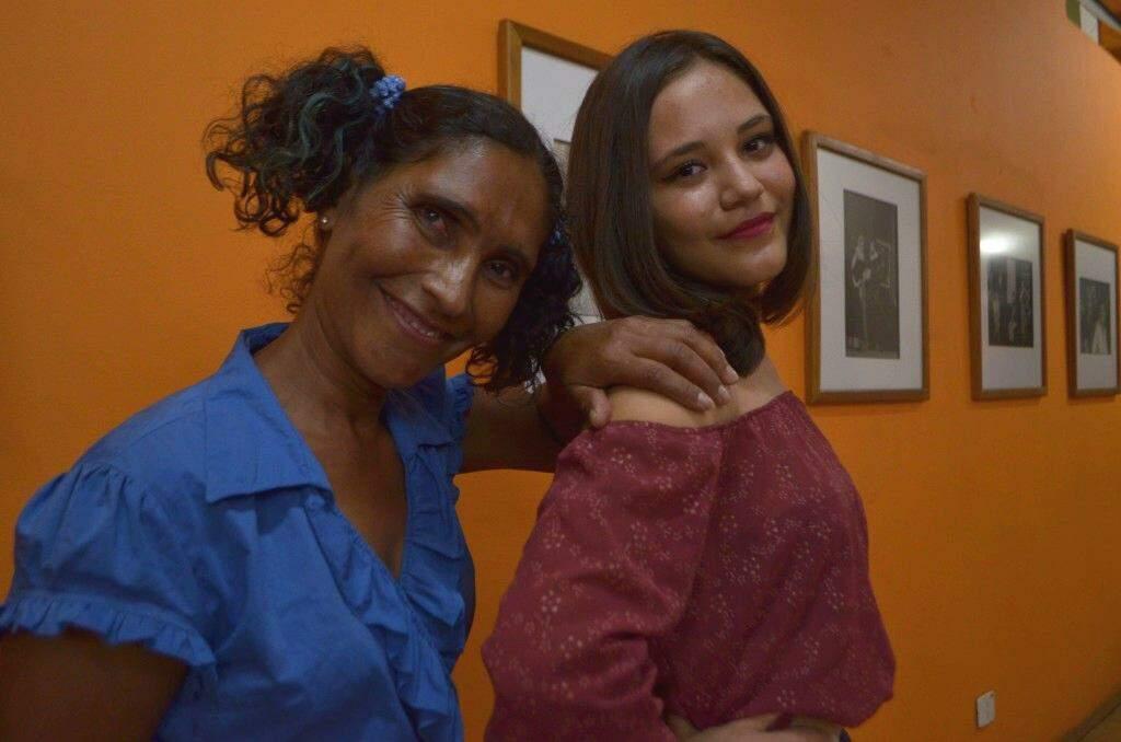 Nerly Balbim, com 49 anos, e a filha experimentaram juntas o que o teatro pode oferecer. (Foto: Gustavo Maia)