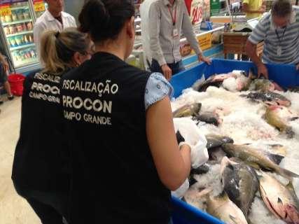 Operação apreende 53 kg de pescados em supermercado da Capital
