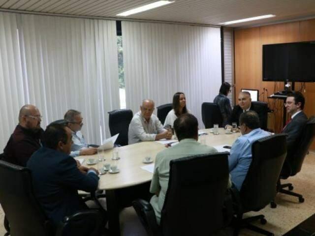 Reunião no TJMS discutiu meios de acelerar liberação de pátios e negociação de veículos apreendidos pelas polícias em MS. (Foto: TJMS/Divulgação)