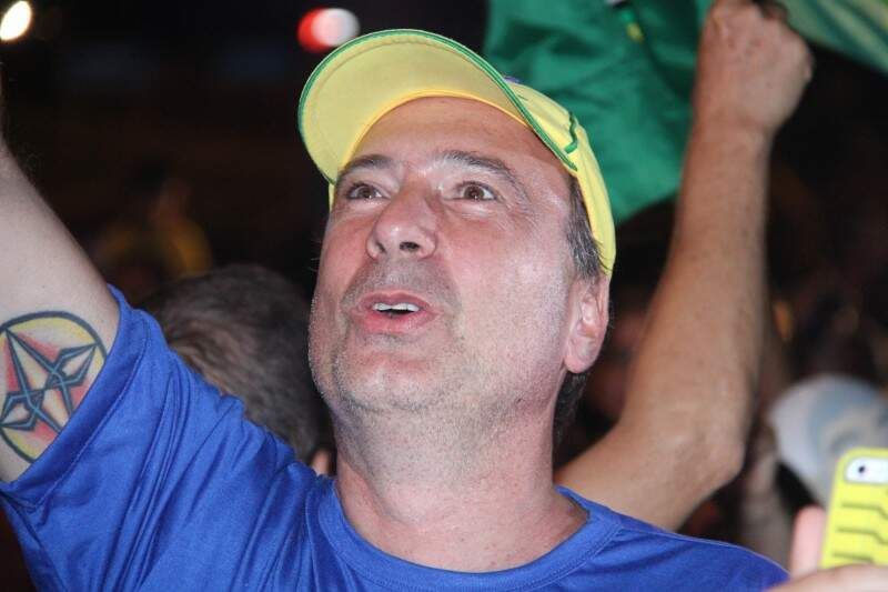 Manifestante contrário a Dilma Rousseff vibra com voto a favor do impeachment. (Foto: Alan Nantes)