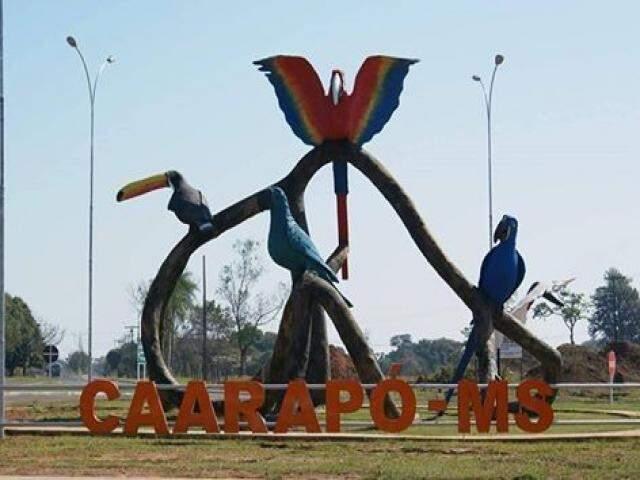 Escultura na entrada da cidade de Caarapó (Foto: Caarapó News)