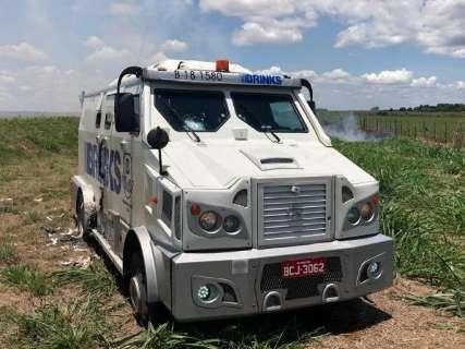 Polícia acha esconderijo de quadrilha que atacou carro-forte e mata quatro