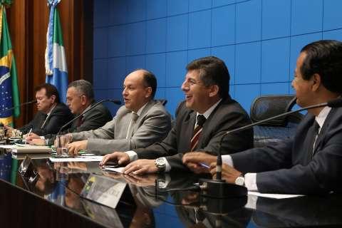 Deputados mantêm vetos do governador de projetos do ano passado