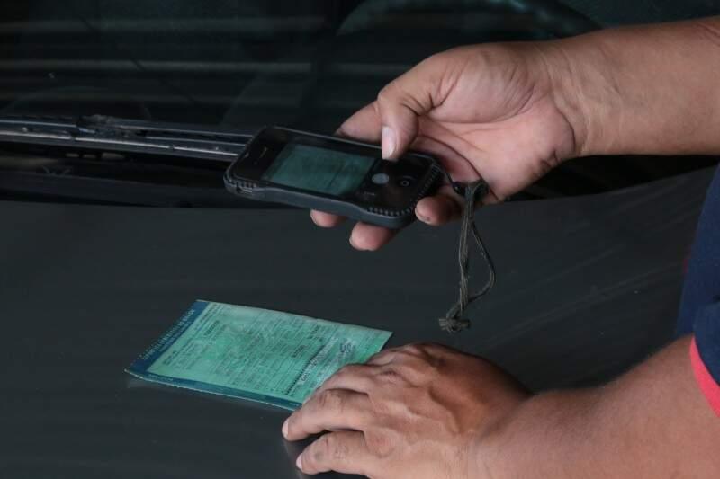 A vistoria para carros de passeios e motos, custa R$ 130. (Foto: Marcos Ermínio)