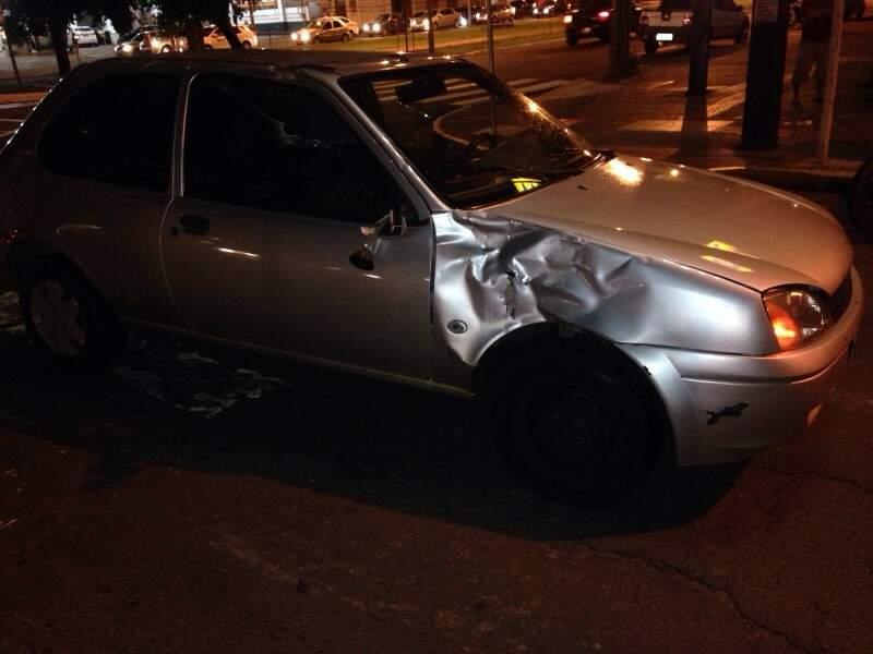 Conforme Fabricio, o condutor do carro não respeitou a sinalização de trânsito e invadiu a preferencial.(Foto:Direto das Ruas).