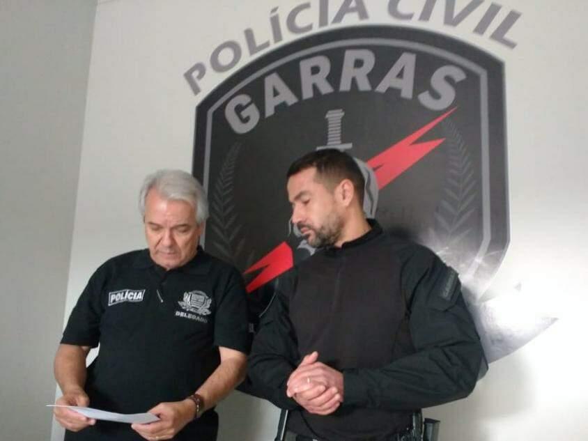 Delegados Celso Marques Caldeira (à esquerda) e Fábio Peró falam sobre a operação (Foto: Geisy Garnes)