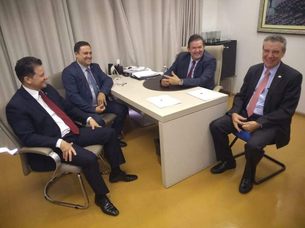 Reunião entre deputados do MDB e Paulo Corrêa (Foto: Leonardo Rocha)