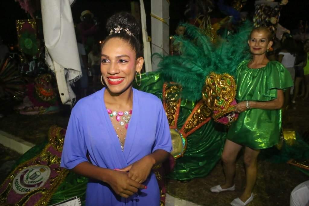 Pela primeira vez na avenida, Joyce aguarda ansiosa a entrada no desfile (Foto: Paulo Francis)