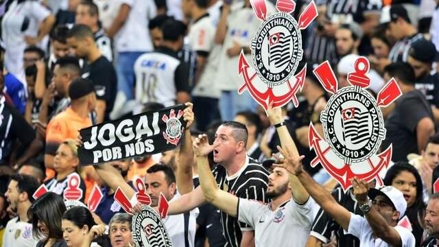 Torcedores do Timão, na arquibancada do Itaquerão (Foto: Globo Esporte)