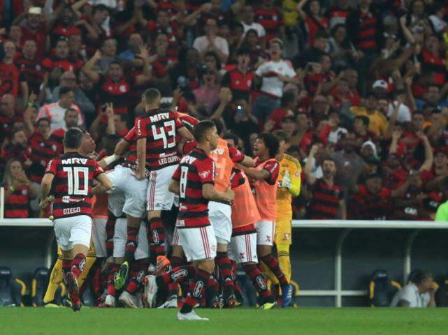 Jogadores comemorando gol da vitória na partida. (Foto: FlamengoFC)