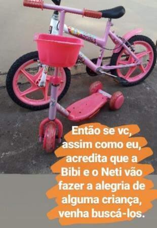 Bicicleta e patinete, carinhosamente chamados de Bibi e Neti.