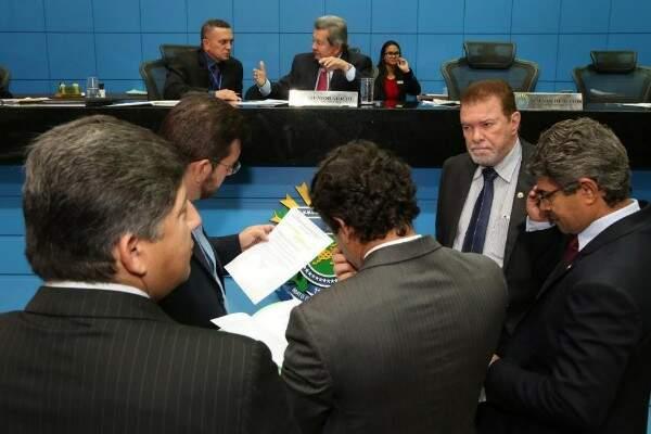 Deputados estaduais durante sessão na Assembleia (Foto: Assessoria;ALMS)