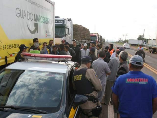 Paralisação dos caminhoneiros segue em rodovias federais e estaduais (Foto: Saul  Schramm)