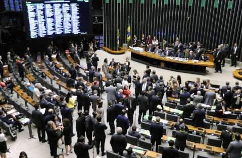 Deputados federais votam processo de impeachment a partir das 13 horas