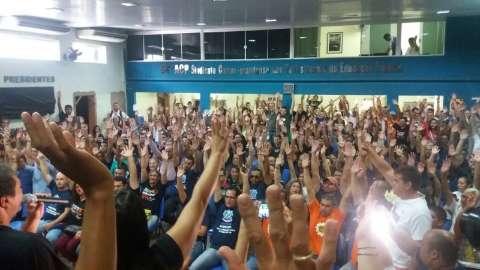 Servidores rejeitam abono de R$ 200 e ameaçam greve geral no dia 2