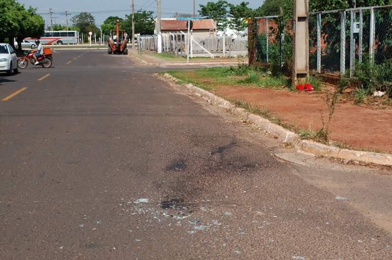 Acidente deixou três feridos. (Foto: Simão Nogueira)