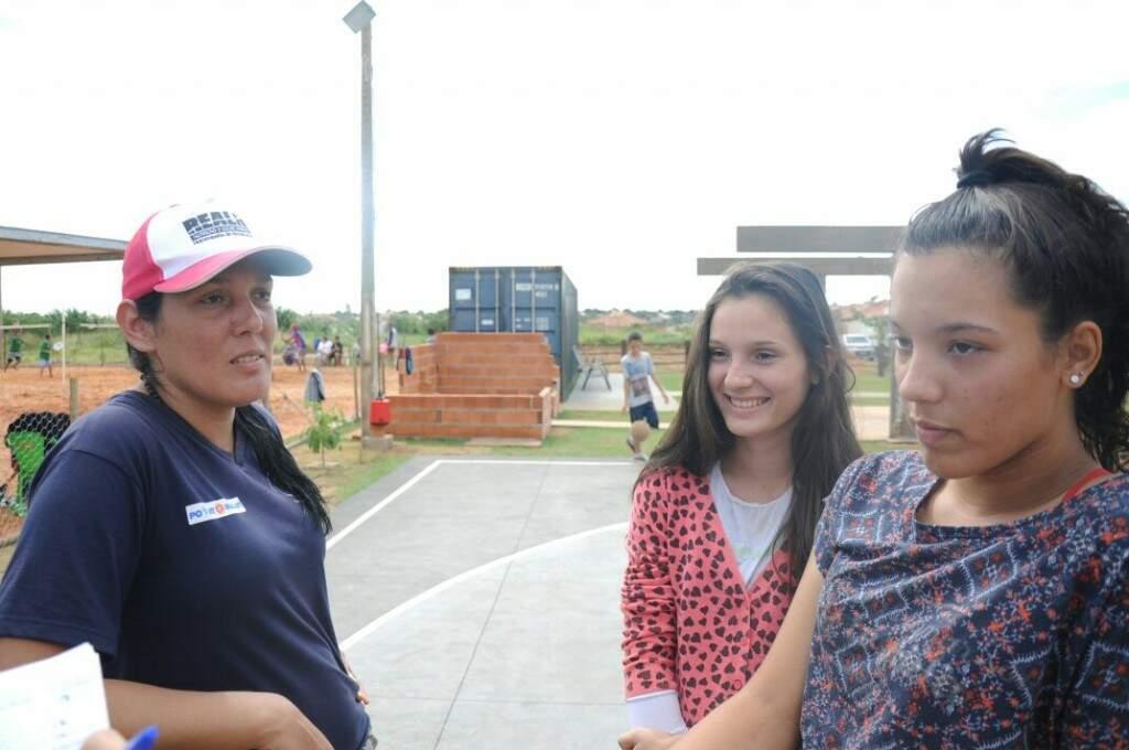 Sandra Aguilera e as duas filhas de 17 anos disputarão torneio de beach tennis (Foto: Paulo Francis)