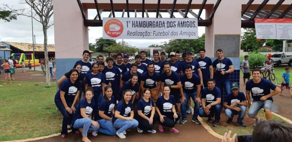 """O grupo """"Futebol dos Amigos"""" que criou a hamburgada, reunido (Foto: Arquivo pessoal)"""