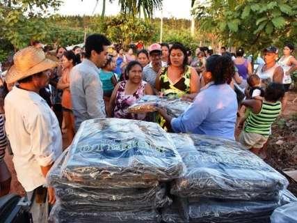Agasalhos são entregues em ação social em bairros de Campo Grande