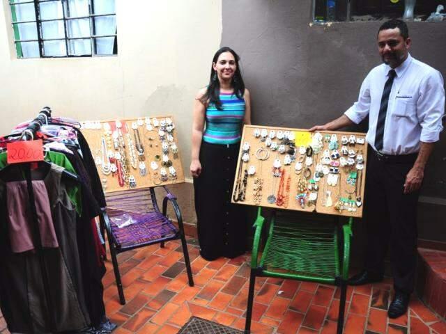 Lucianne e Sérgio terminaram há 3 meses, mas continuam amizade e juntos fizeram o bazar (Fotos: Paulo Francis)
