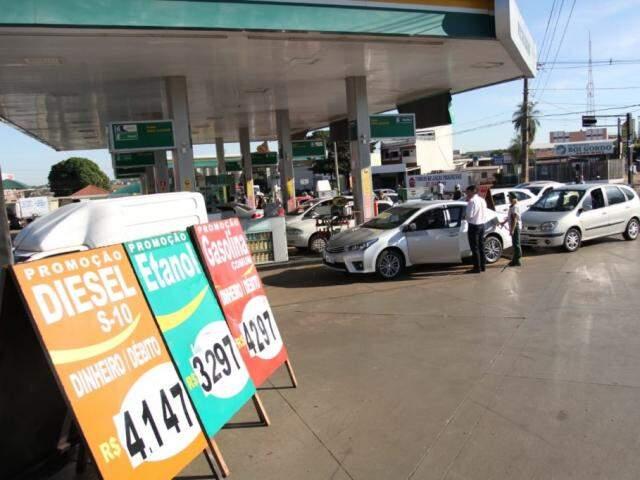 Postos estão autorizados a limitar quantidade de combustíveis a 20 litros ou R$ 100 por cliente. (Foto: Saul Schramm)