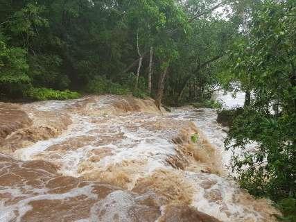 Nível do Rio da Prata atinge 3 metros e água turva volta a preocupar