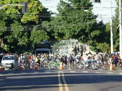 Passeio ciclístico do trabalhador reúne ao menos 200 pessoas