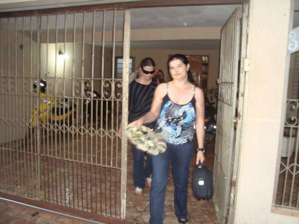 Esposa do ex-prefeito, Maria Freitas deixa o semi-aberto feminino(foto: Cido Costa - Dourados Agora)