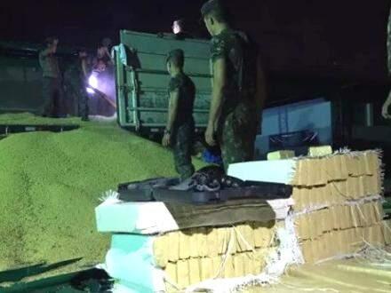 Droga estava escondida em carga de soja que iria para o estado gaúcho (Foto: Divulgação/Porã News)