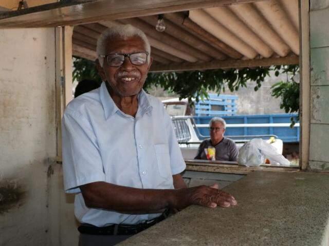 Há 39 anos morando no Coronel Antonino, Ferreirinha é figura popular entre moradores (Foto: Kimberly Teodoro)