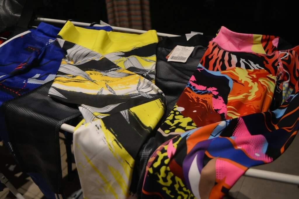 Calças leggins ainda com etiqueta. (foto: Thaís Pimenta)