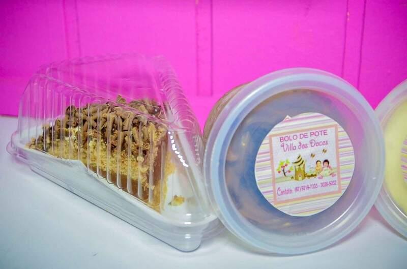 As fatias de tortas e bolos de pote custam R$5,00.