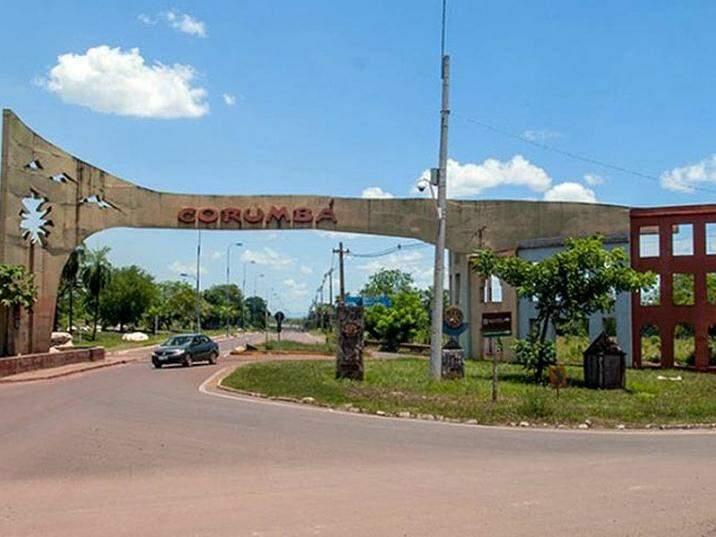 Portal de entrada: a cidade discute há 20 anos um monumento só de saída (Foto: Divulgação)