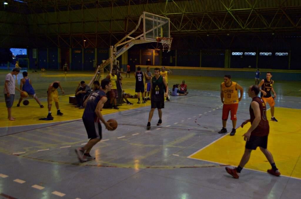 Times são, na verdade, amigos de longa data que mantém tradição do basquete no Aero Rancho. (Foto: Gustavo Maia)