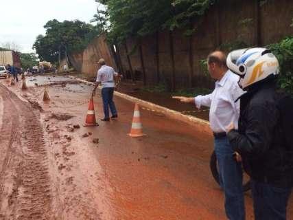 Equipes da prefeitura realizam reparos nos estragos causados pela chuva