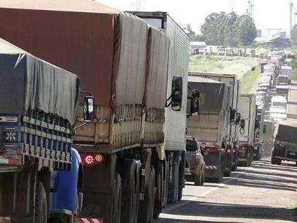 Com bloqueio das rodovias, hortifrútis estragam e ficam 30% mais caros