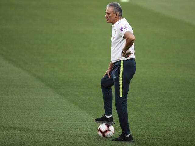 Técnico Tite observa último treino antes de amistoso contra seleção asiática (Foto: Pedro Martins/MoWA Press)