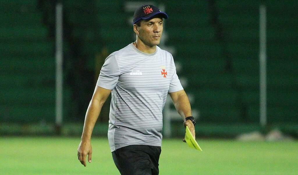 Técnico Zé Ricardo definiu o time que deve começar a partida contra equipe chilena (Foto: Carlos Gregório Jr/Vasco.com.br)