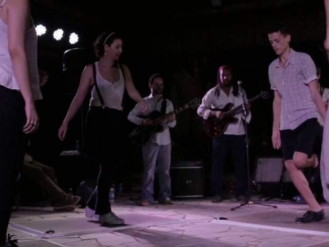 """Companhia de sapateado Pé na Tábua BR Jazz traz o espetáculo """"Escuta essa Dança"""" na sexta-feira. (Foto: Divulgação)"""