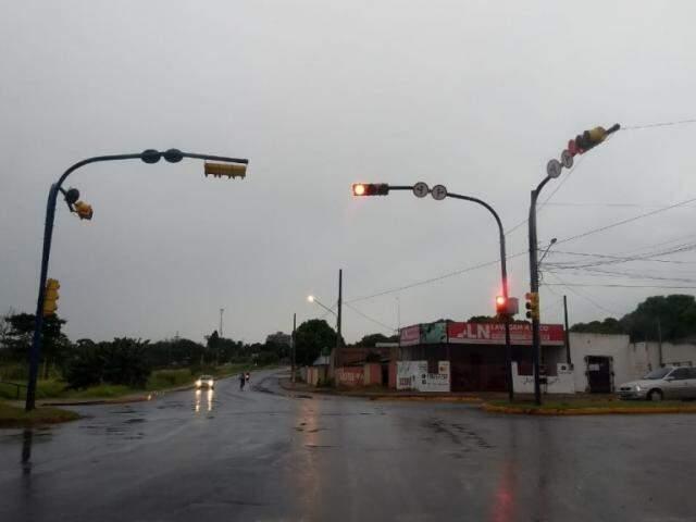 Tempo em Dourados na manhã desta quarta-feira (Foto: Helio de Freitas)