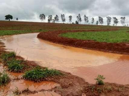 Grande volume de chuva em pouco tempo causa estragos em MS
