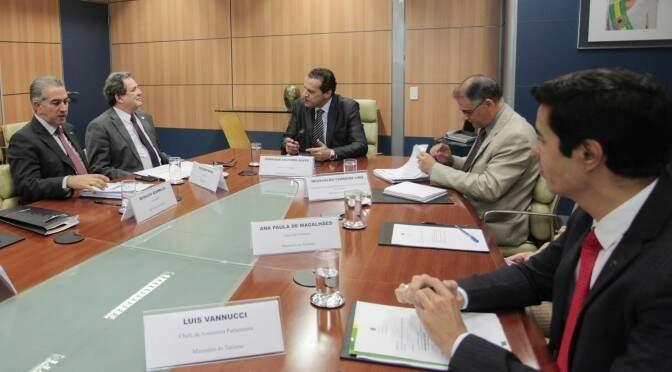 Governador participou de reunião com ministro do Turismo, Henrique Alves (Foto: Luís Carlos Campos Sales)