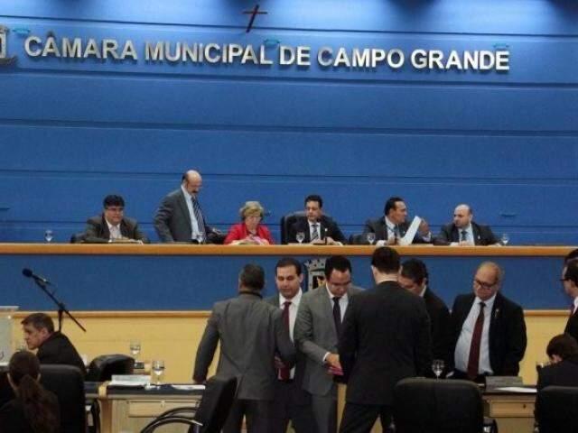 Vereadores durante sessão na Câmara: trabalho será retomado sem muita coisa em pauta. (Foto: Arquivo)