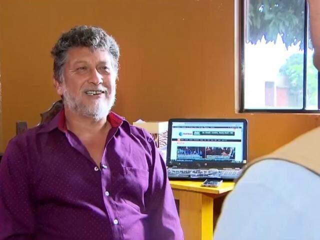 Jornalista Leo Veras em entrevista ao programa Domingo Espetacular, da Record (Foto: Reprodução)