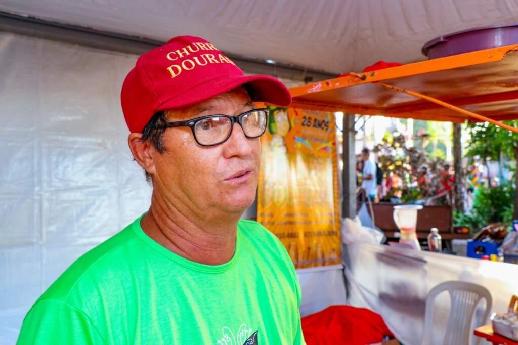 Carlos vendeu centenas de churros. (Foto: Henrique Kawaminami)