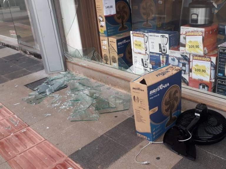 Loja depredada no centro da cidade (Foto/Divulgação: CDL)