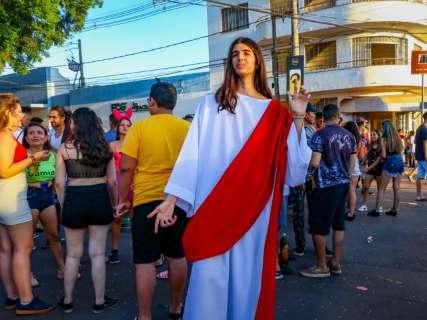 Até Jesus apareceu e abençoou o rolê de quem foi no 1º dia de Cordão Valu