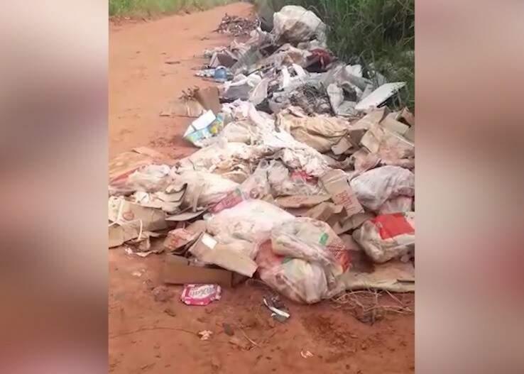 Duas toneladas de carne foram deixadas na Rua Marquês de Herval. (Foto: Reprodução/Vídeo)